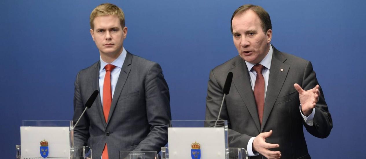 Stefan Löfven (direita) e Gustav Fridolin, ministro da Educação, anunciam eleições antecipadas Foto: Pontus Lundahl/TT NEWS AGENCY / REUTERS