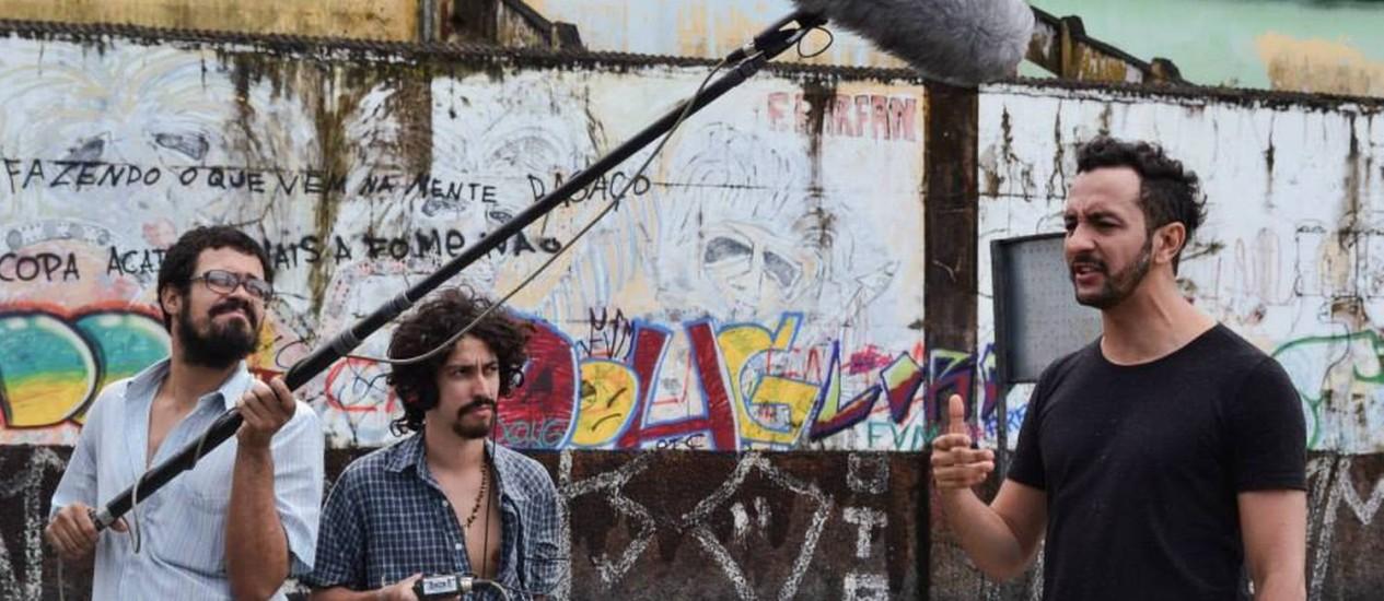 """O ator Irandhir Santos grava o documentário """"Recife, cidade roubada"""", um dos dez filmes produzidos na ocupação cultural do Movimento Ocupe Estelita Foto: Keila Vieira/Divulgação / Keila Vieira/Divulgação"""