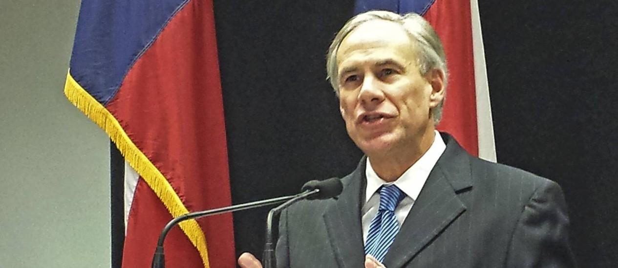Promotor geral do Texas, Greg Abbott, no anúncio da coalizão de estados que processará o governo federal por decisão de Obama sobre imigração Foto: STAFF / Reuters