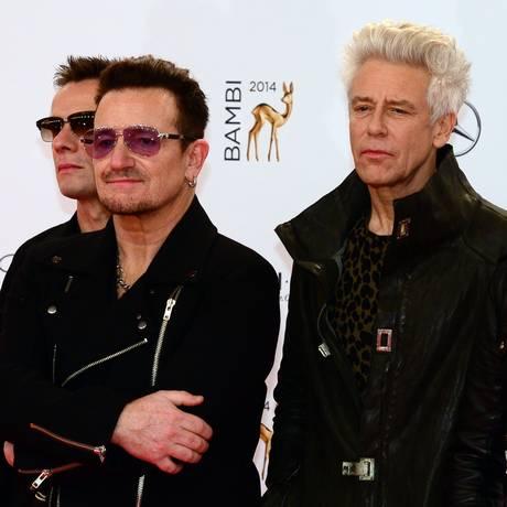 Bono e seus companheiros no U2 Foto: JOHN MACDOUGALL / AFP