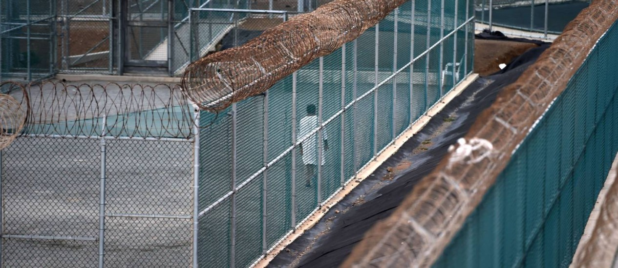 Prisão americana de Guantánamo, em Cuba. Uruguai e Estados Unidos devem finalizar processo de envio de prisioneiros nas próximas semanas Foto: MLADEN ANTONOV / AFP