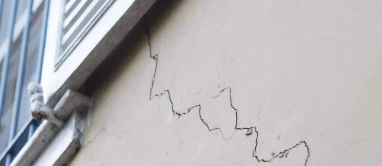 Rachaduras podem ser causados por problemas estruturais. Não dá para deixar para depois Foto: Laura Marques