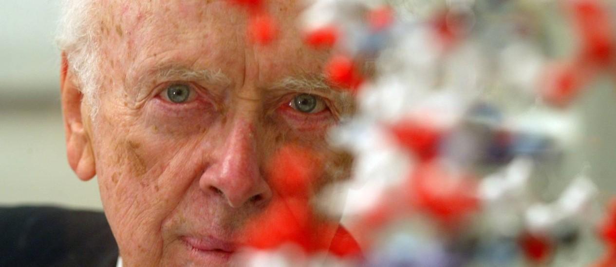 Watson e sua descoberta, a dupla hélice do DNA: laureado ficou US$ 4,8 milhões mais rico Foto: Arquivo