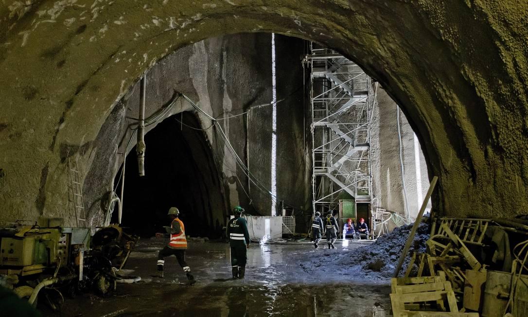 Os túneis que ligam a Barra da Tijuca à Gávea já foram todos interligados Foto: Ivo Gonzalez / Agência O Globo