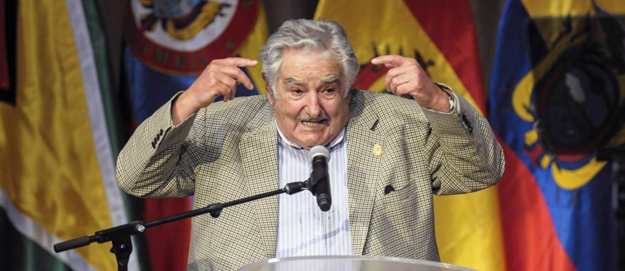 José Mujica durante discurso na Cúpula da Unasul em Guyaquil. Presidente pediu a Barack Obama que dê fim ao embargo contra Cuba e liberte prisioneiros políticos Foto: STRINGER / Reuters