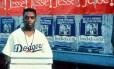 """Spike Lee em cena de """"Faça a coisa certa"""". Filme de 1989 retrata clima de tensão racial e brutalidade policial em Nova York"""
