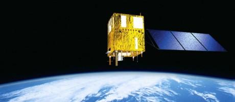 Ilustração mostra o satélite CBERS-4 em órbita da Terra: lacuna de quase cinco anos na presença brasileira no espaço Foto: Divulgação/Inpe
