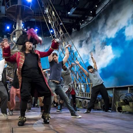Christopher Walken em sua descontraída versão do Capitão Gancho em 'Peter Pan Live!' Foto: KARSTEN MORAN / NYT