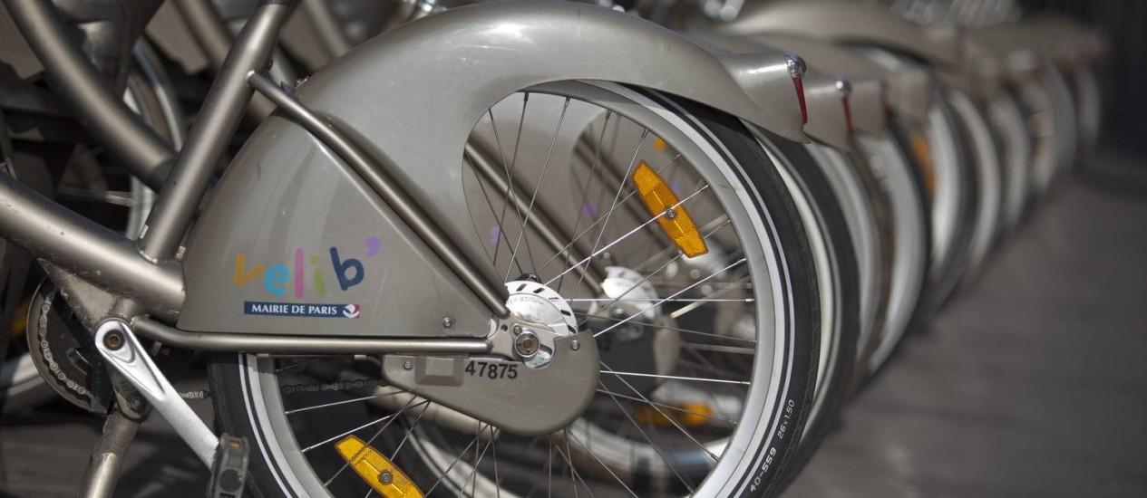 O logo do Velib, o programa de compartilhamento de bicicletas de Paris: projeto será ampliado com novas ciclovias inteligando toda a cidade até 2020 Foto: Balint Porneczi / Bloomberg/13-3-2014