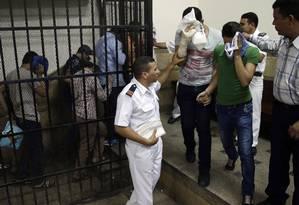 """Oito homens foram presos em novembro por terem """"incitado o deboche"""" após aparecerem em um vídeo de um suposto casamento gay em Cairo, no Egito Foto: Hassan Ammar / AP"""