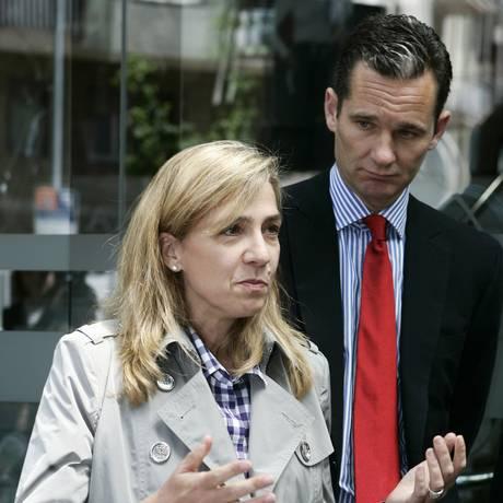 A infanta Cristina e seu marido, Iñaki Urdangarin. Filha do rei Juan Carlos I teve que devolver meio milhão de euros aos cofres públicos Foto: MARTI FRADERA / REUTERS