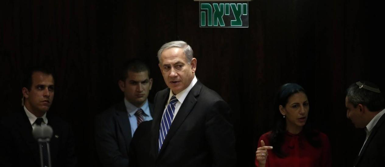 Benjamin Netanyahu durante votação no Knesset. primeiro-ministro israelense é o favorito para as eleições de 17 de março, mas terá que formar coalizão para obter maioria no Parlamento Foto: THOMAS COEX / AFP