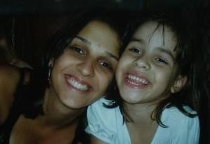 Isabella Nardoni com a mãe, Ana Carolina Foto: Reprodução da internet