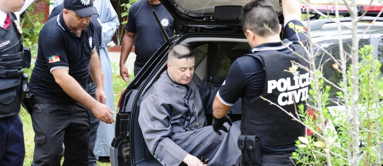 O ex-padre João Marcos Porto Maciel no momento da prisão, em Caçapava do Sul Foto: Ronaldo Bernardi / Agência RBS / Agência O Globo