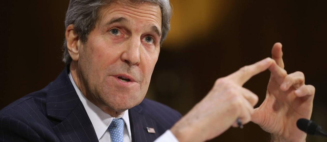 Kerry no Congresso. Secretário de Estado pediu a senadores que uso da força militar contra o Estado Islâmico seja autorizado Foto: CHIP SOMODEVILLA / AFP