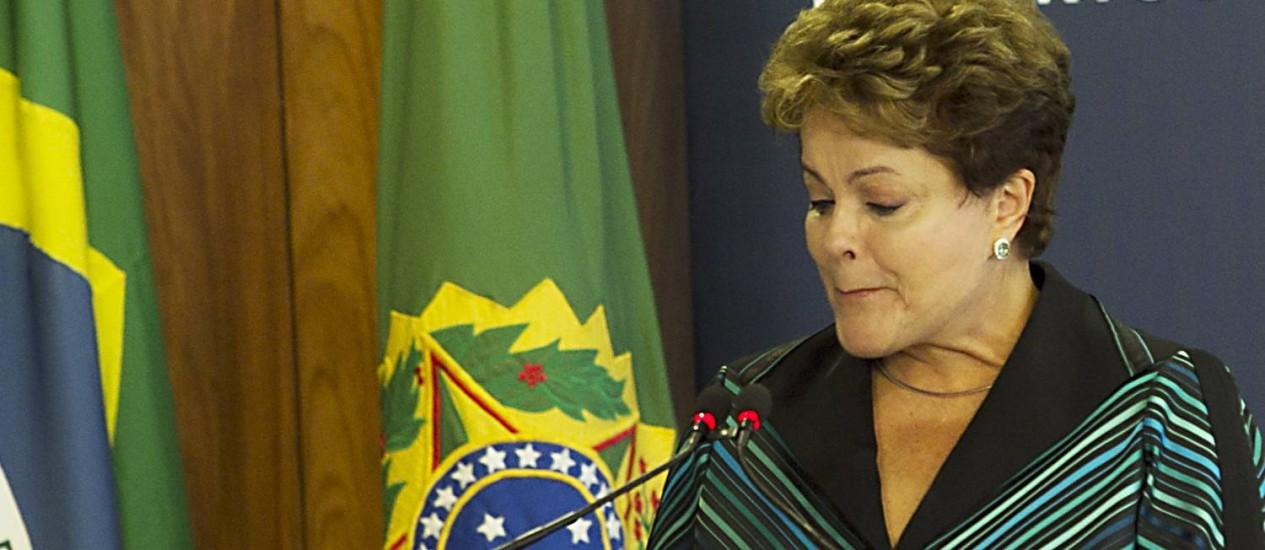 A presidente Dilma Rousseff discursa na entrega do relatório final da CNV Foto: Jorge William / Agência O Globo