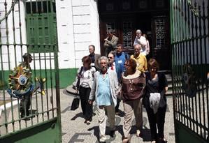 Integrantes da Comissão da Verdade visita instalações do 1º Batalhão de Polícia do Exército, na Tijuca, onde funcionou o Doi-Codi, em setembro Foto: Igor Mello/ O Globo