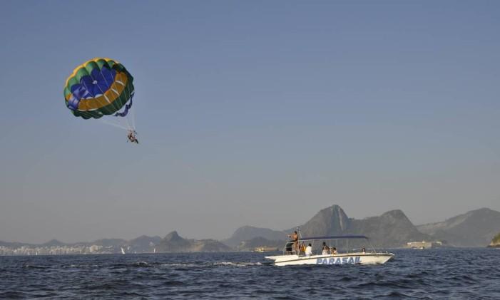 O parasail tem tudo para ganhar os cariocas no verão Foto: Divulgação