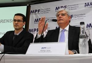 Procurador Deltan Dallagnol e procurador-geral Rodrigo Janot em coletiva de imprensa Foto: Brazil Photo Press / Paulo Lisboa