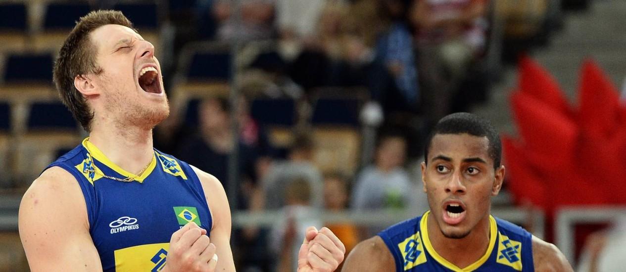 Murilo (à esquerda) em foto de arquivo, ao lado de Lucarelli Foto: Janek Skarzynski / AFP