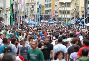 A Rua 25 de março: doleiro envolvido com a Petrobras teria usado o comércio popular de São Paulo para lavar dinheiro Foto: Eliaria Andrade / Agência O Globo