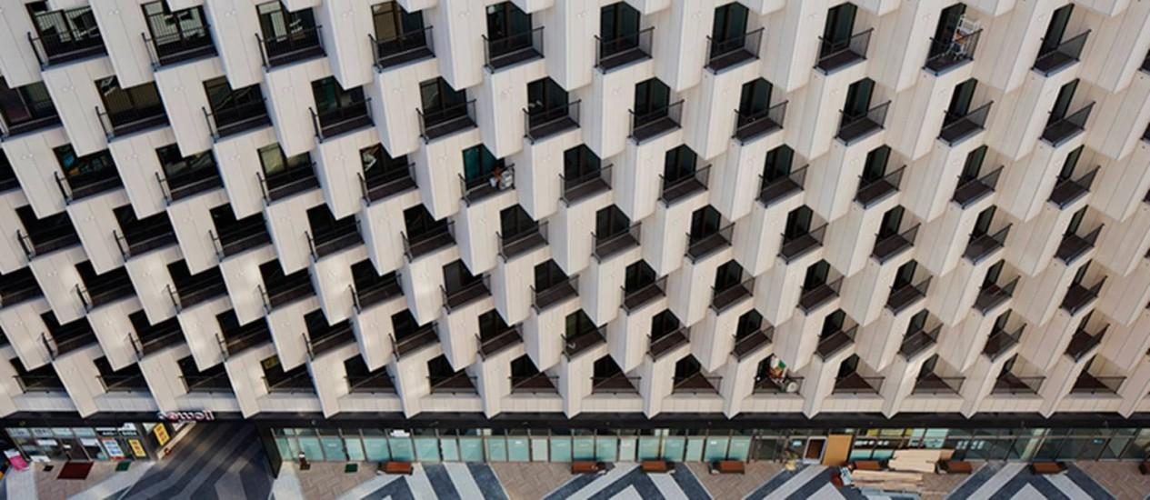Vista por cima da fachada do hotel em Seul Foto: JDS architects