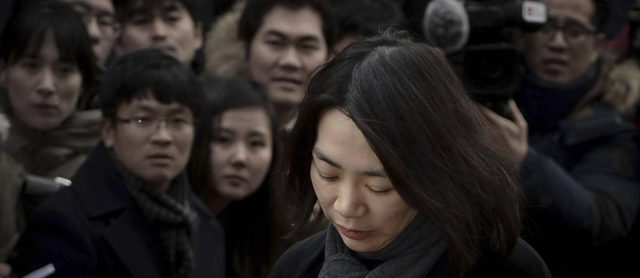 Cho Hyun-ah deu uma coletiva na qual ficou de cabeça baixa e mal foi ouvida Foto: Song Eun-seok/News1 / REUTERS