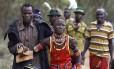No Quênia, homem leva menina, à força, para cerimônia de casamento, depois que ela tentou fugir