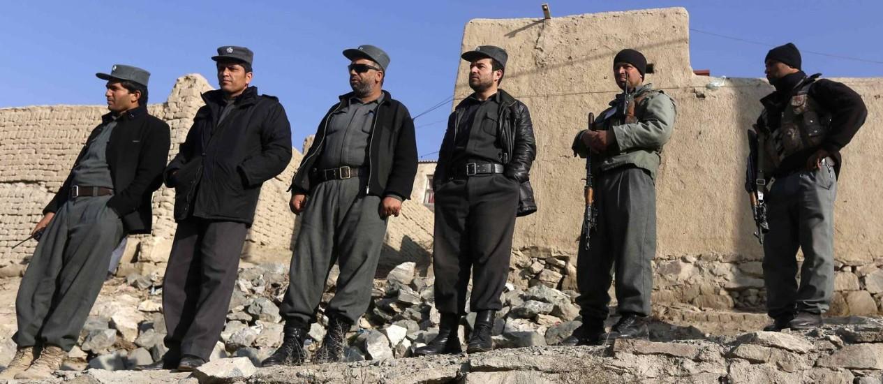 Policias de Cabul no dia 11 de dezembro. Forças de segurança do Afeganistão receberão treinamento da Otan a partir de 1º de janeiro Foto: OMAR SOBHANI / REUTERS