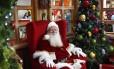 Local de trabalho. Na tradicional poltrona no Plaza Shopping, o Bom Velhinho espera os pedidos dos visitantes para presentes em mais um Natal.