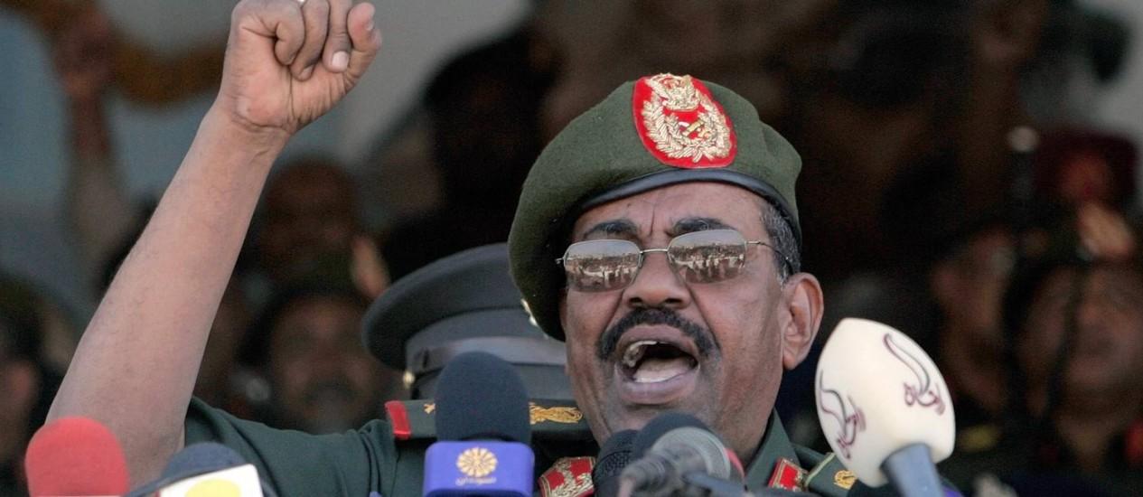 Presidente do Sudão, Omar al-Bashir, está entre os indiciados pelo Tribunal Penal Internacional por crimes de guerra na região de Darfur, no Oeste do país Foto: ASHRAF SHAZLY;ash/mro / AFP