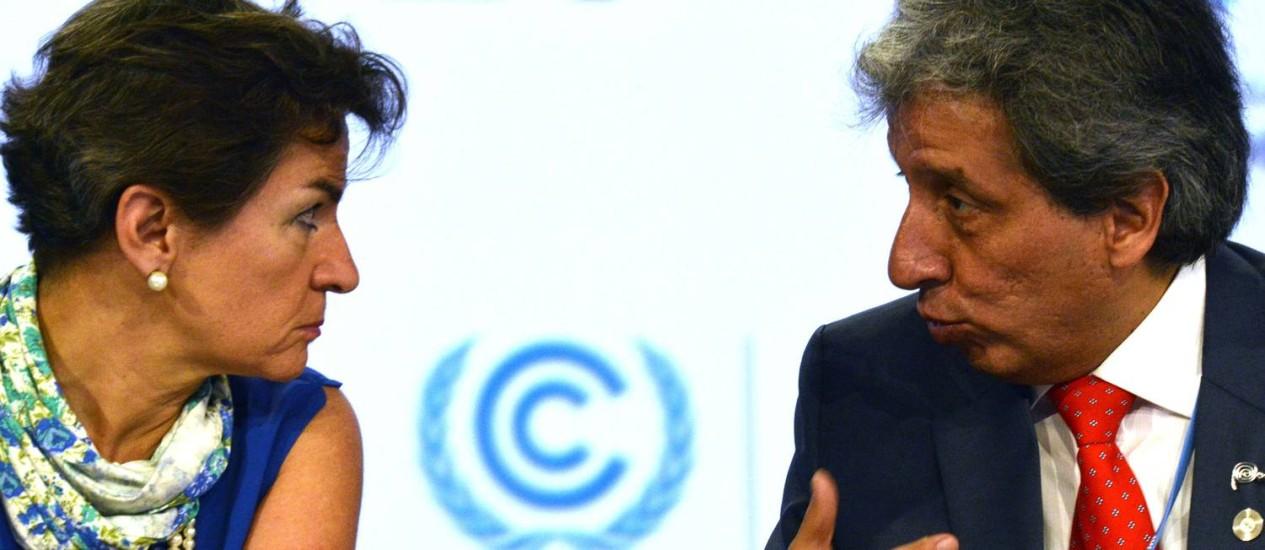 A secretária-executiva na convenção da ONU, Christiana Figueres, e o ministro de Meio Ambiente do Peru, Manuel Pulgar: sem acordo global Foto: CRIS BOURONCLE/AFP