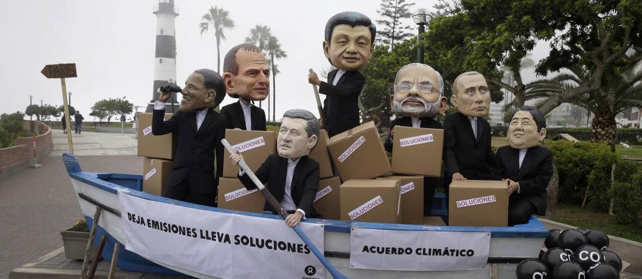 Todo o mundo no mesmo barco: ativistas lembram líderes dos EUA, Austrália, Canadá, China, Índia, Rússia e Japão Foto: Martin Mejia/AP
