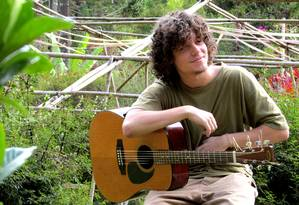 Nova fase: Aluno de Geografia na UFF, Chicão revelou há um mês suas músicas na internet Foto: Divulgação / Divulgação