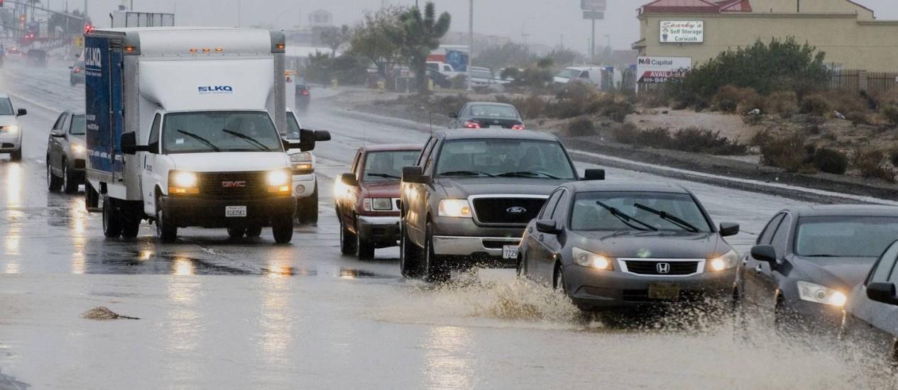 Ruas alagadas na Califórnia após tempestade Foto: James Quigg / AP