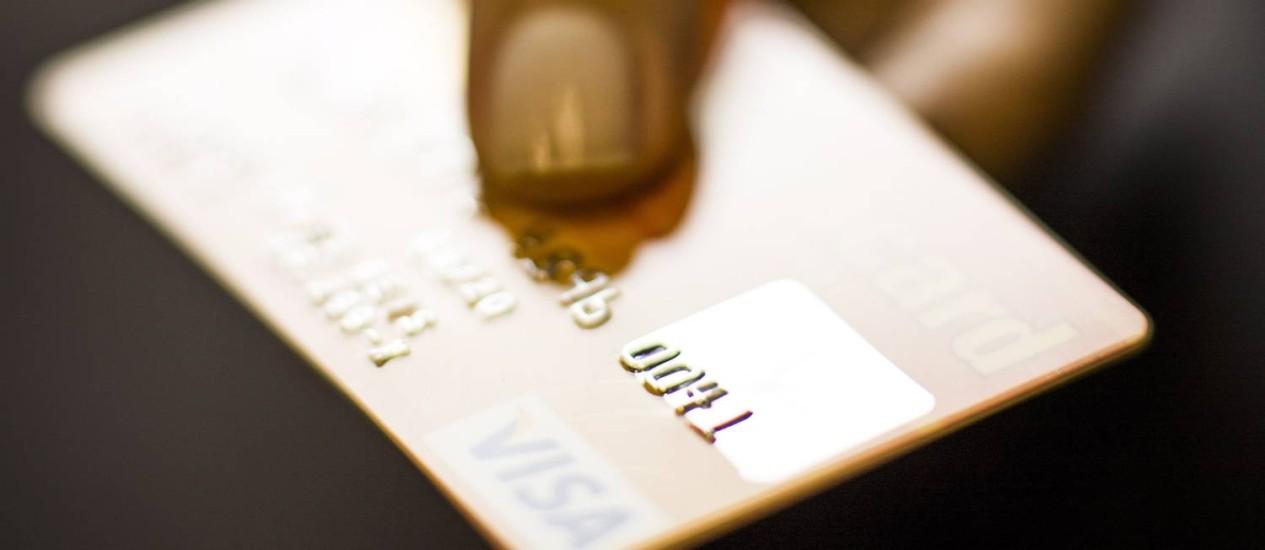 CUSTO. Uso do rotativo do cartão é uma das modalidades mais caras do país Foto: Fabio Seixo
