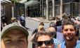 Pessoas aproveitam até sequestro em cafeteria para fazer selfie