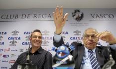 Doriva e Eurico Miranda na apresentação do novo técnico do Vasco Foto: Pedro Kirilos / Agência O Globo