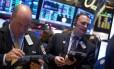 Operadores em Nova York: queda de preços do petróleo e dados econômicos levam turbulência aos mercados