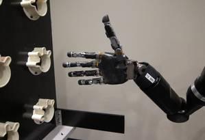 A mão do braço robótico usado por Jan, que ganhou mais quatro possíveis movimentos Foto: Divulgação