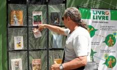 No muro da escola. Na Rua Marquês de São Vicente, um painel reúne desde clássicos da literatura mundial até livros para concurso Foto: Freelancer / Angelo Antônio Duarte