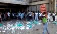 Funcionários da limpeza protestam contra atraso nos salários na Uerj