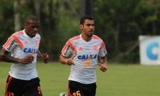 O zagueiro Marcelo, à esquerda, em foto de arquivo Foto: Divulgação / Flamengo