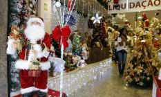 Algumas lojas na Saara já começaram a colocar enfeites e a apostar em promoções Foto: O Globo / Fabio Rossi