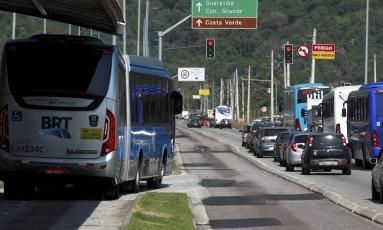 A pista do Transoeste junto à Estação Dom Bosco, no Recreio dos Bandeirantes, sentido Zona Oeste Foto: Gabriel de Paiva / Agência O Globo