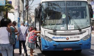 Tarifa de ônibus municipais e intermunicipais terão reajuste no início do ano: Bilhete Único também sofrerá aumento Foto: Fabiano Rocha / Agência O Globo (13/01/2014)
