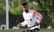O lateral Léo Moura ainda negocia sua renovação de contrato com o Flamengo Foto: Cezar Loureiro/28-8-2014