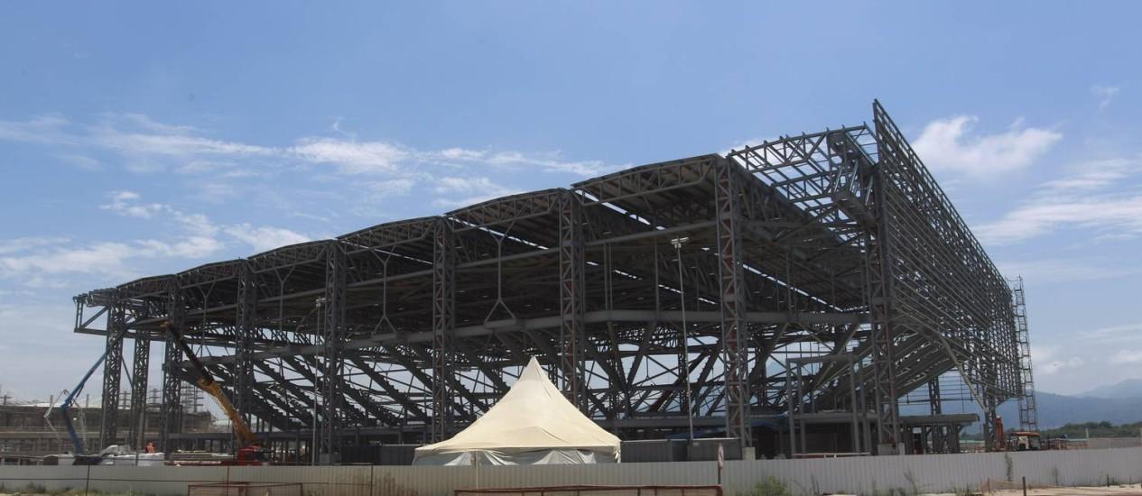 No Parque Olímpico, na Barra, a construção da Arena do Futuro, que nos Jogos Olímpicos vai servir ao handebol, e depois, será transformada em quatro escolas da rede municipal Foto: Gabriel de Paiva