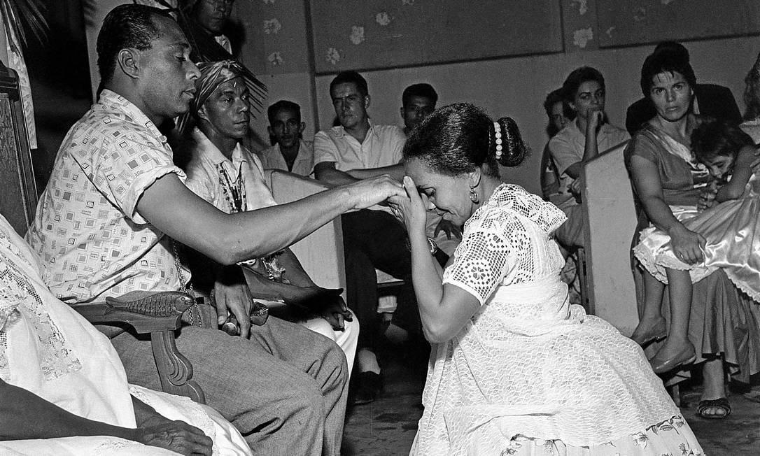 Joãozinho da Gomeia é saudado: fama teria ajudado a mudar imagem da religião Foto: / Arquivo O GLOBO