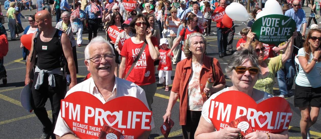 Protestos. Irlandeses foram às ruas ano passado contra a lei a favor do aborto no caso de risco à saúde da mãe. Novo caso traz debate legal, ético e cultural num país cristão Foto: Shawn Pogatchnik/AP